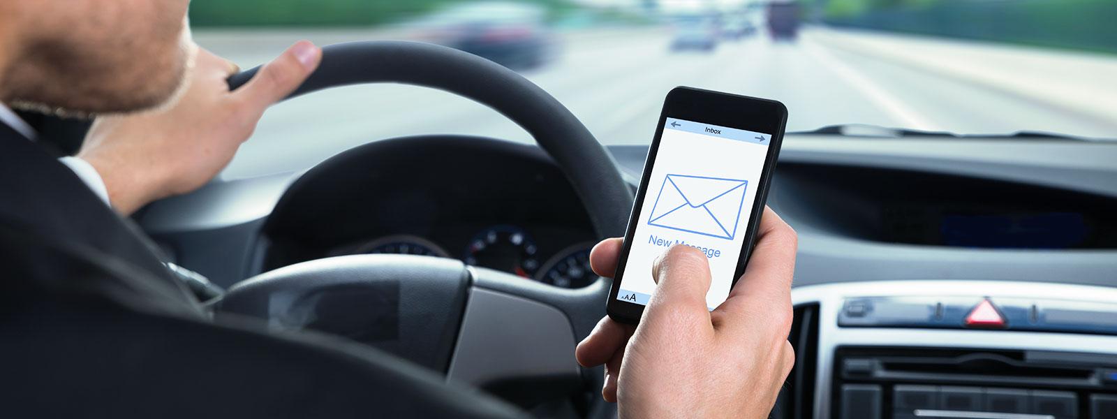 Pequenas distrações podem causar graves acidentes de trânsito