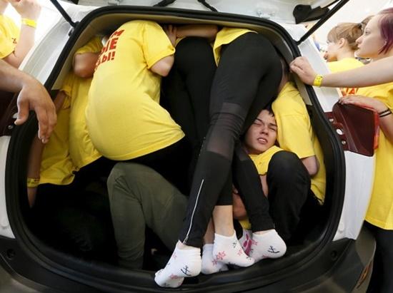 blog-ceabs-recorde-pessoas-dentro-carro-russia