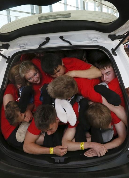 dentro-carro-russia-recorde-pessoas-blog-ceabs