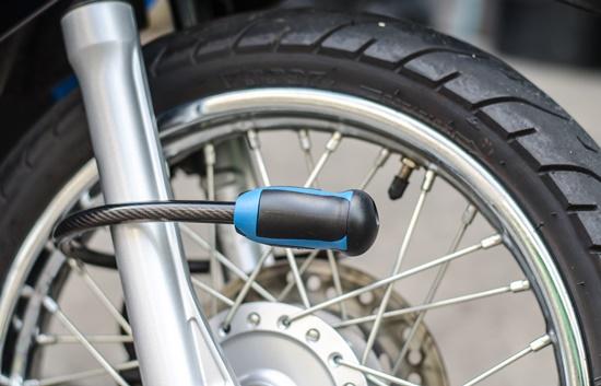 Discretas e mais resistentes que as correntes, as travas são indicadas para quem tem pouco espaço para transporte.