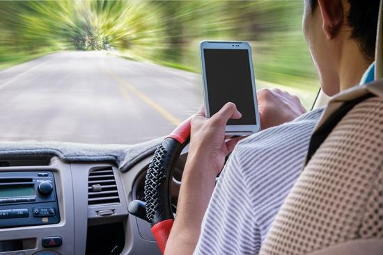 blog-telematica-comportamental-ceabs-detecta-uso-celular-transito