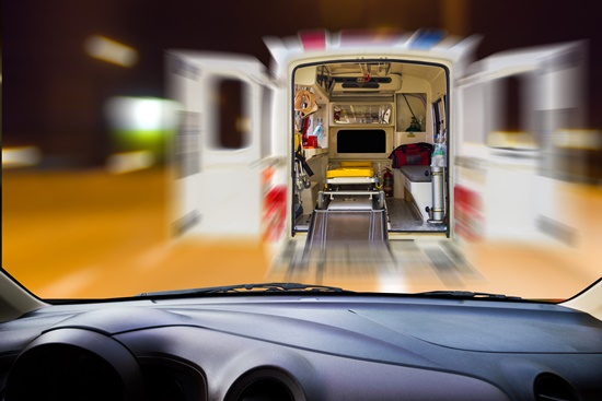 o-que-fazer-em-caso-batidas-seu-carro-blog-ceabs-ambulancia-carro