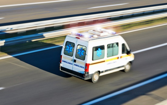 o-que-fazer-em-caso-batidas-seu-carro-blog-ceabs-ambulancia