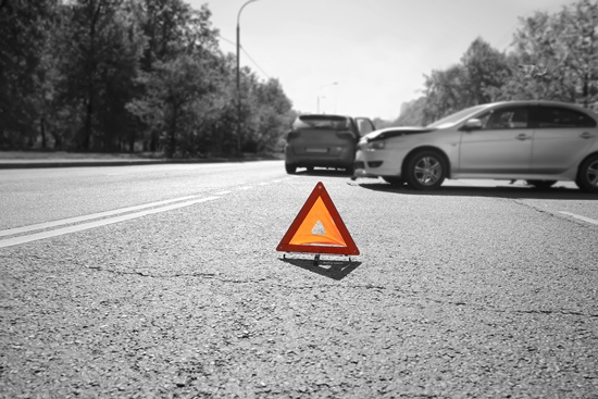 o-que-fazer-em-caso-batidas-seu-carro-blog-ceabs-triangulo